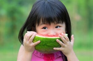 The importance of fruits for children