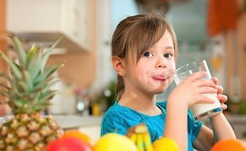 The most important foods and drinks to treat the thinnest children